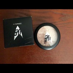 "Mac Star Trek ""Luna Luster"" Powder"
